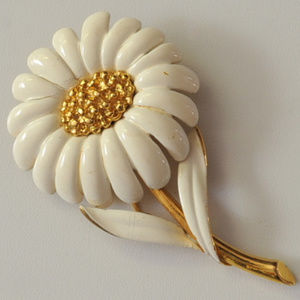 vintage Monet white enamel flower brooch pin gold